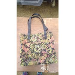 FLORAL PATTERNED PURSE