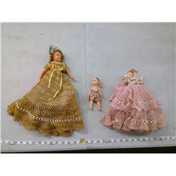 SMALL DOLL MADE IN HONG KONG C/W 2 LARGE DOLLS WITH KNITTED DRESSES