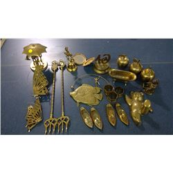 LOT OF BRASS ORNAMENTS