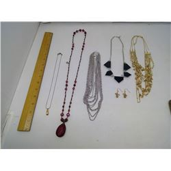 LOT OF 5 NECKLACES (GOLD NECKLACE HAS BROKEN CHAIN)