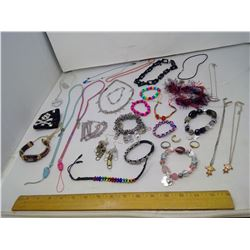 LOT OF CHILDREN'S JEWELRY