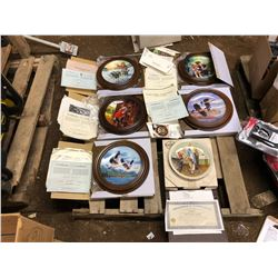 6 COLLECTOR ART PLATES THAT CAN BE MOUNTED TO A WALL