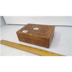 ROSEWOOD INDIA HINGED CARVED WOODEN BOX FULL OF DOMINOS