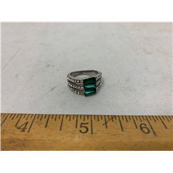 GREEN GLASS WHITE AUSTRALIAN CRYSTAL RING SIZE 6