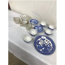 LOT OF 8 BLUE JAPAN PIECES AND 4 GLASS PIECES