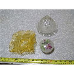 SWIRL PATTERENED DEPRESSION GLASS AND COLOURED BOWL