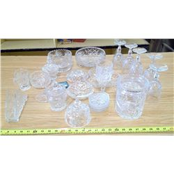 LARGE ASSORTMENT OF CRYSTAL AND GLASS