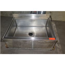 Eagle F Floor-Mount Mop Sink