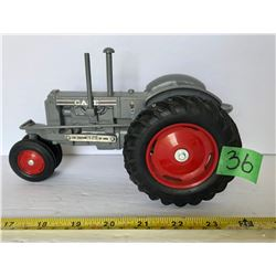 CASE LIMITED EDITION DIE CAST TRACTOR