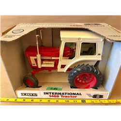 INTERNATIONAL 1468 DIE-CAST TRACTOR - ERTL