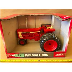 CASE IH FARMALL 806 DIE-CAST TRACTOR