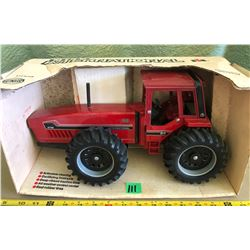 INTERNATIONAL 6788 DIE-CAST TRACTOR -ERTL