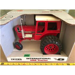 INTERNATIONAL 1568 DIE-CAST TRACTOR