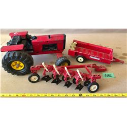 TRACTOR & IH IMPLEMENTS