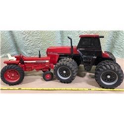 2 X INTERNATIONAL DIE-CAST TRACTORS