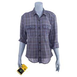 Marvel's Jessica Jones (TV Series) - Jessica Jones' Distressed Flannel Shirt and Gaming Console