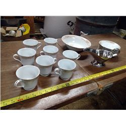 8 CUPS/SAUCERS, SERVING BOWL TO MATCH, AND GRAVY BOAT