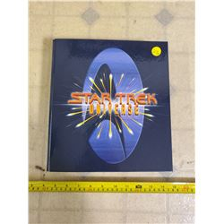 1997 STAR TREK UNIVERSE NEXT GENERATION COLLECTORS BINDER COMPLETE