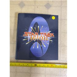 1997 STAR TREK UNIVERSE VOYAGER COLLECTORS BINDER COMPLETE