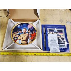 HAMITON STAR TREK ORIGINAL SERIES 25TH ANNIVERSARY COLLECTOR PLATE WITH CERTIFICATE & POSTERS