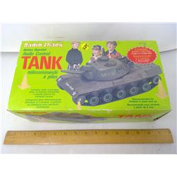 RADIO SHACK RADIO CONTROLLED TANK