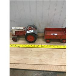 CASE TRACTOR AND WAGON - 1030 COMFORT KING