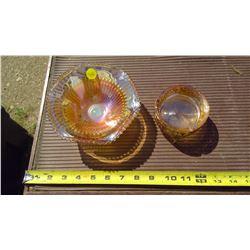 CARAMEL GLASS ASH TRAY C/W CENTERPIECE