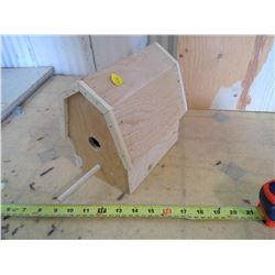"""BARN BIRD HOUSE ( 5"""" X 7"""" X 7 1/2"""" H)"""