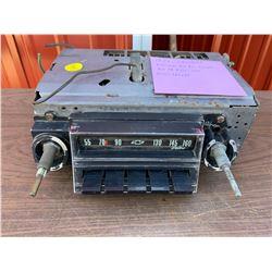 1965 CHEVROLET BISCAYNE BEL AIR, IMPALA AM PB RADIO - 12V - DELCO 986099