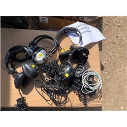 4 VINTAGE AVIATION HEADSETS AND CABLES