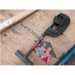 1633___1 -- Pipe cutter