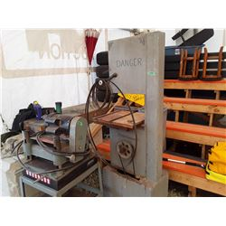 1495 - Large Bandsaw with Blades