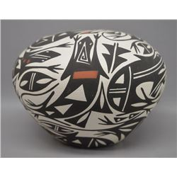 ACOMA INDIAN POTTERY SEED JAR (R CHINO)