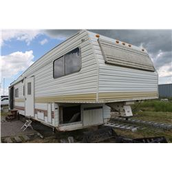 APPROX. 30' RANCH HOUSE HOLIDAY TRAILER
