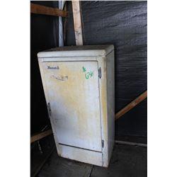 MONARCH ICE BOX