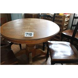 ROUND OAK STYLE TABLE & 6 CHAIRS