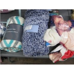 SET OF 3 ASSORTED THROW BLANKETS