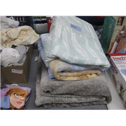 SET OF 2 THROW BLANKETS AND SHEET SET