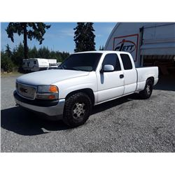 J4 --  1999 GMC SIERRA C1500 EXT CAB , White , 262904  KM's