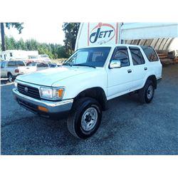 D1 --  1993 TOYOTA 4RUNNER SR5 , White , 312000  KM's