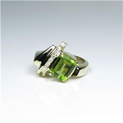 20CAI-40 PERIDOT & DIAMOND RING