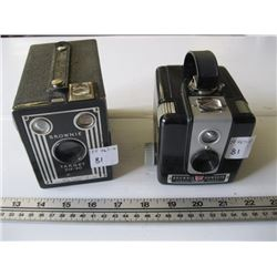 2 BROWNIE CAMERAS (BROWNIE HAWKEYE, BROWNIE TARGET 6-20)