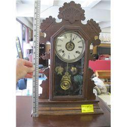 GINGERBREAD CLOCK WITH KEYS (RUNNING)
