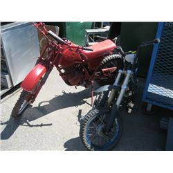 RED PAINTED HONDA 100R MOTORCYCLE, A LOT OF MOTORCYCLE PARTS (AS IS)