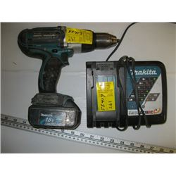 MAKITA 18 VOLT CORDLESS HAMMER DRILL WITH CHARGER & BATTERY