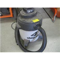 SMALL SHOP VAC 4 GAL WET/DRY VACUUM