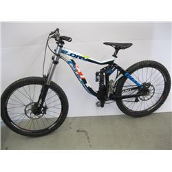 GIANT GLORY 8.0 MOUNTAIN BIKE FULL SUSPENSION LOOKS TO BE IN GOOD CONDITION