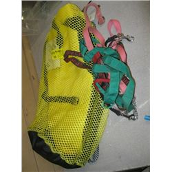 A LOT OF DOG LEASHES, DOG LIFEJACKET IN MESH BAG