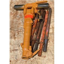 APT 35-lb Pneumatic Hammer with 5 Bits