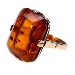Amber and 9k gold ring